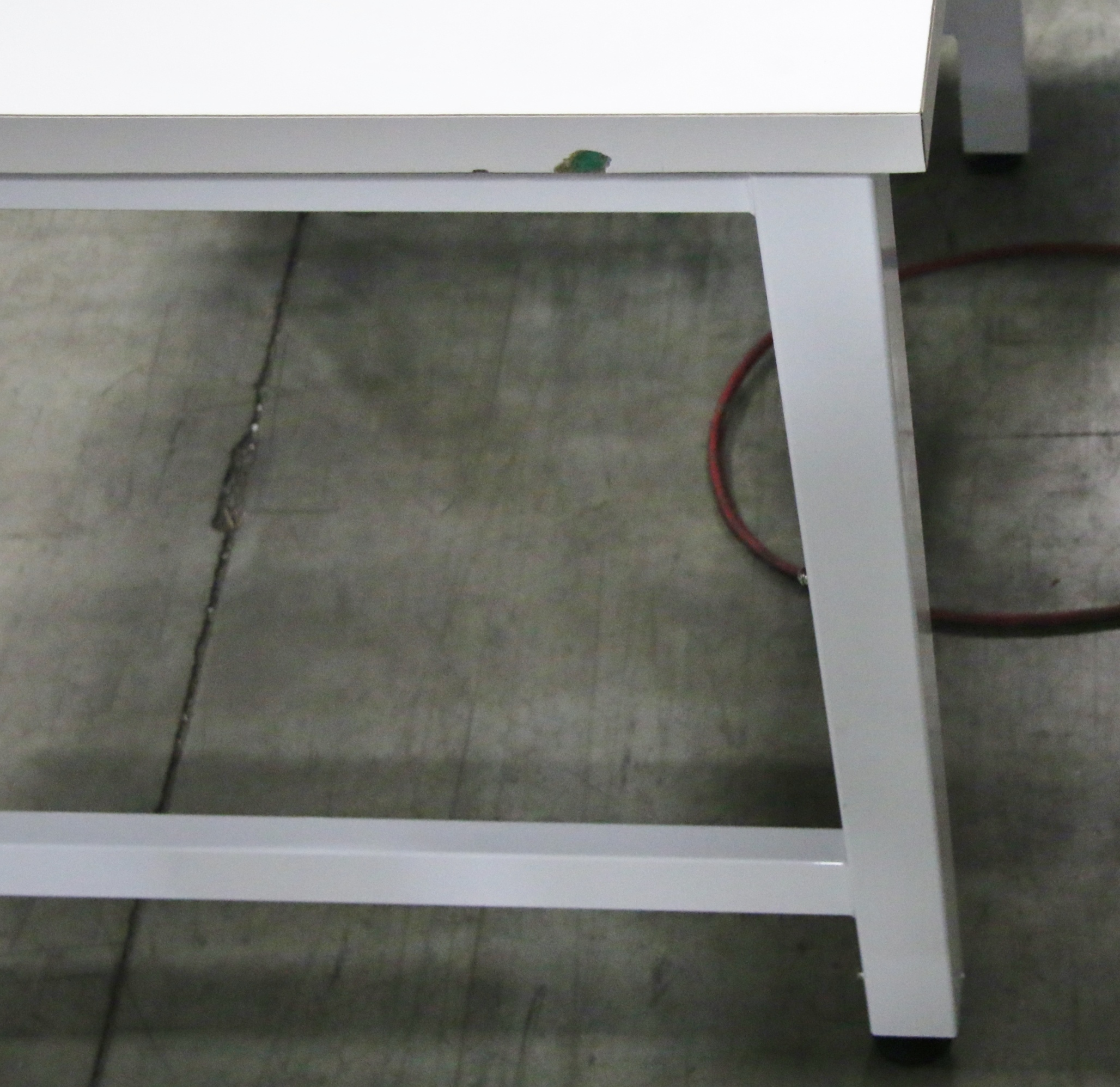 (1) Used Bench-Tek Solutions Hydraulic Lift Table 15702