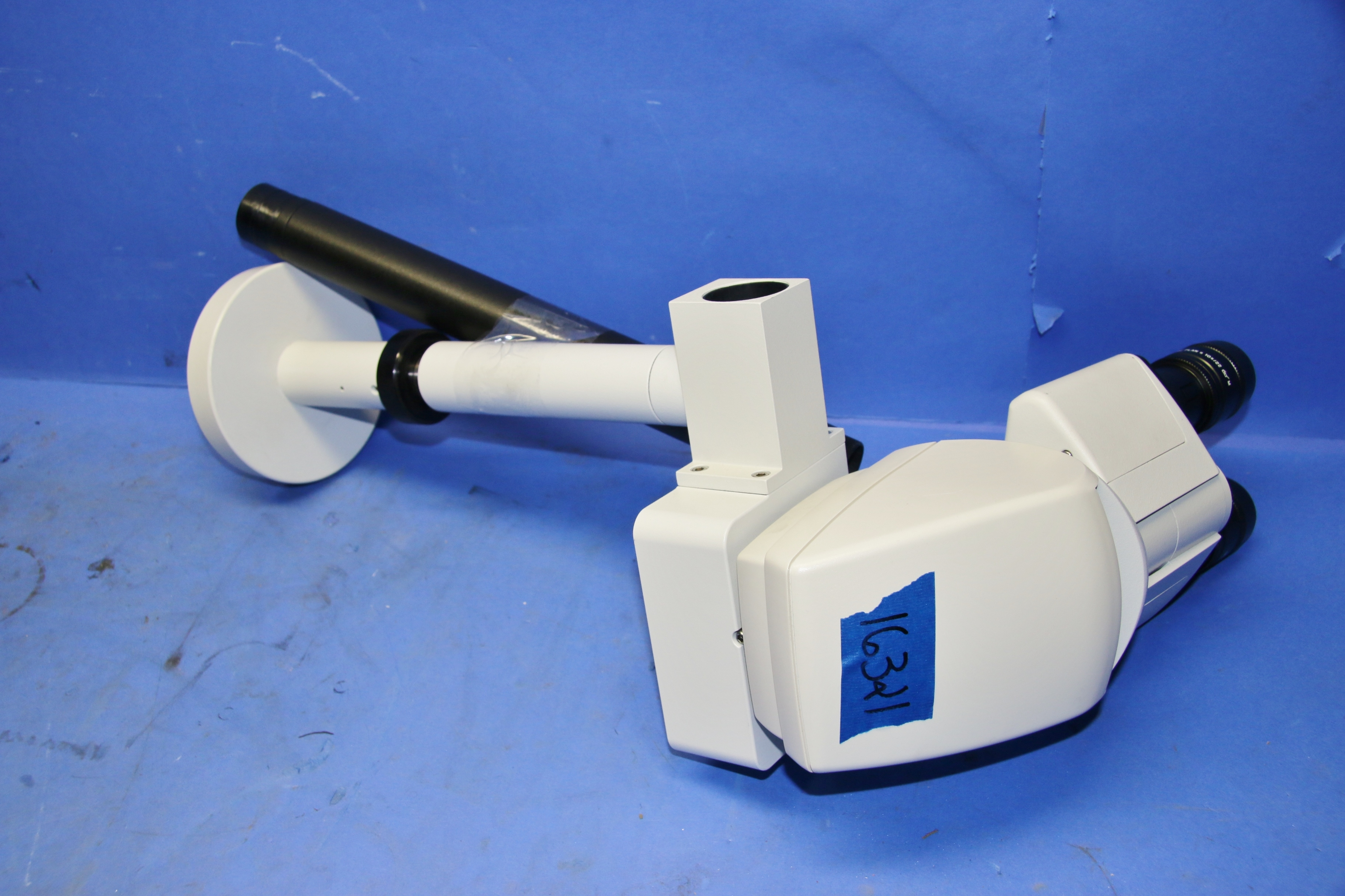 (1) Used Leica Stereo Microscope HC Viewing Station for Multiple View Microscope