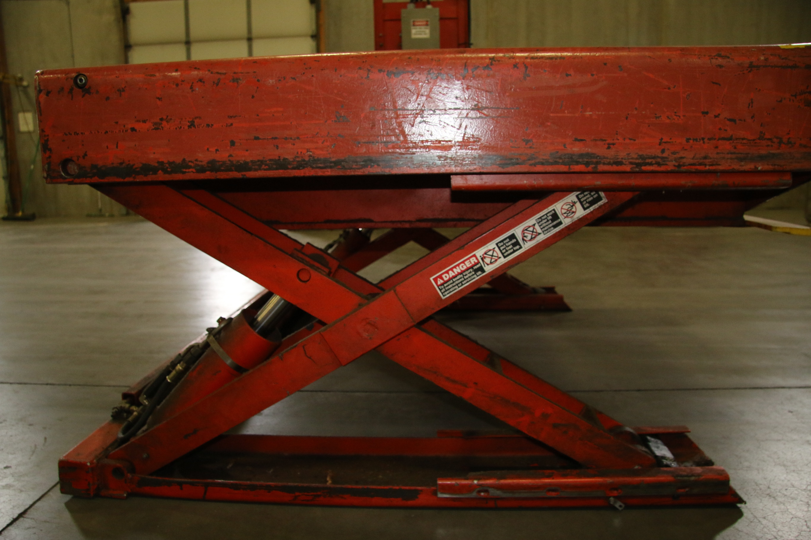 (1) Used Presto Lee Engineering 4000LB Pallet Lift Table With Hand Control 17431