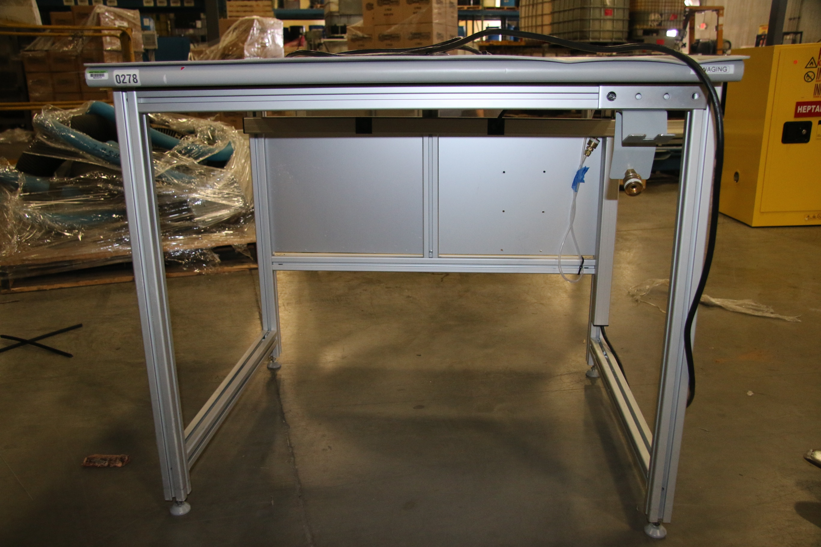 Used 80/20 T-Slotted Aluminum Frame 36″ x 31″ x 32″ Custom Work Bench 17486