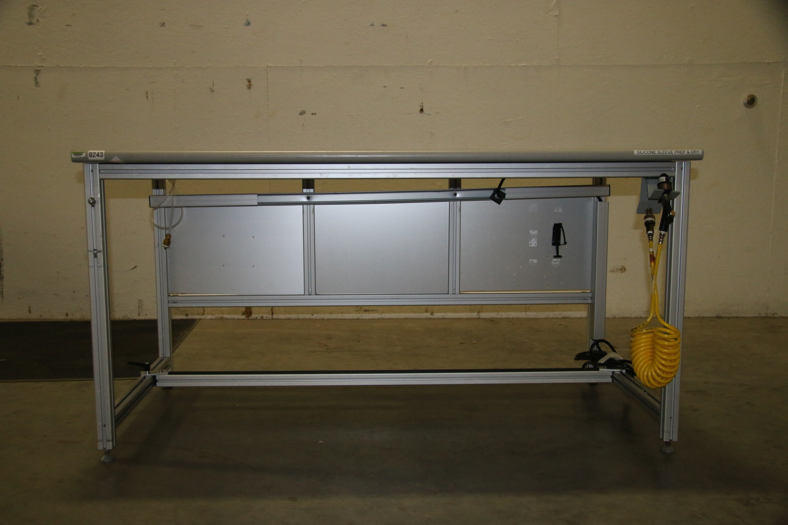 Used 80/20 T-Slotted Aluminum Frame 60″ x 31″ x 32″ Custom Work Bench 17505